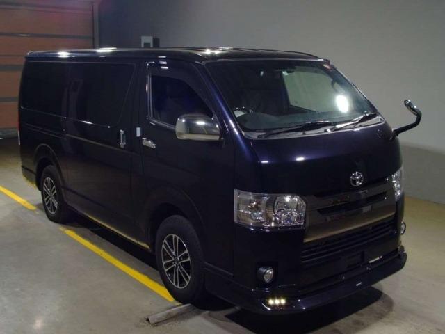 Грузопассажирский микроавтобус Toyota Hiace Van гв 2018 салон 5 мест груз 1 тн 4WD
